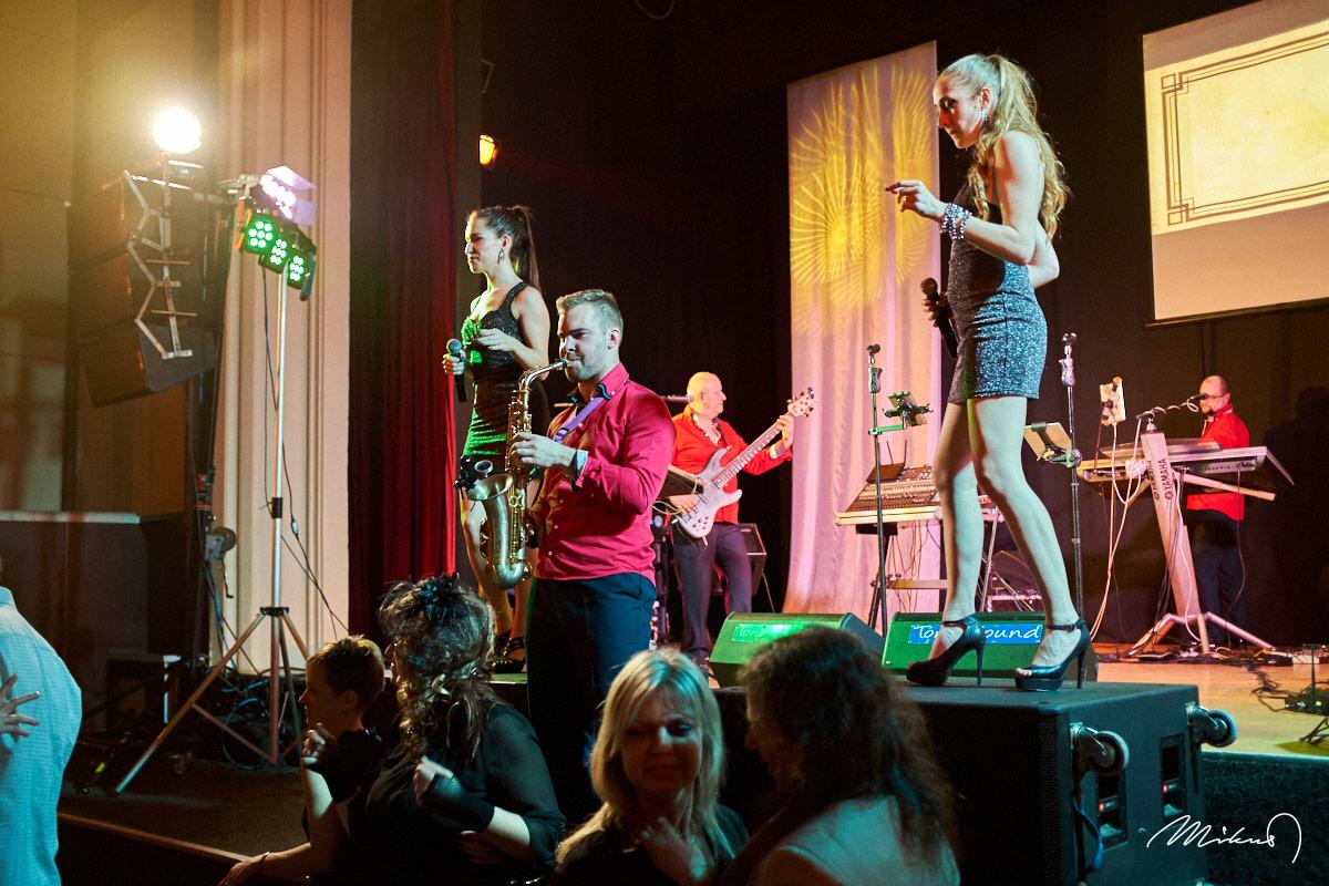 Rivieras Show Band